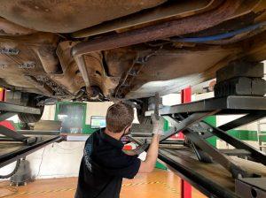 contrôle technique dekra Montpellier - contrôle de l'intégralité de la carrosserie et du châssis. (longeron, plancher, traverse, aile, bas de caisse.