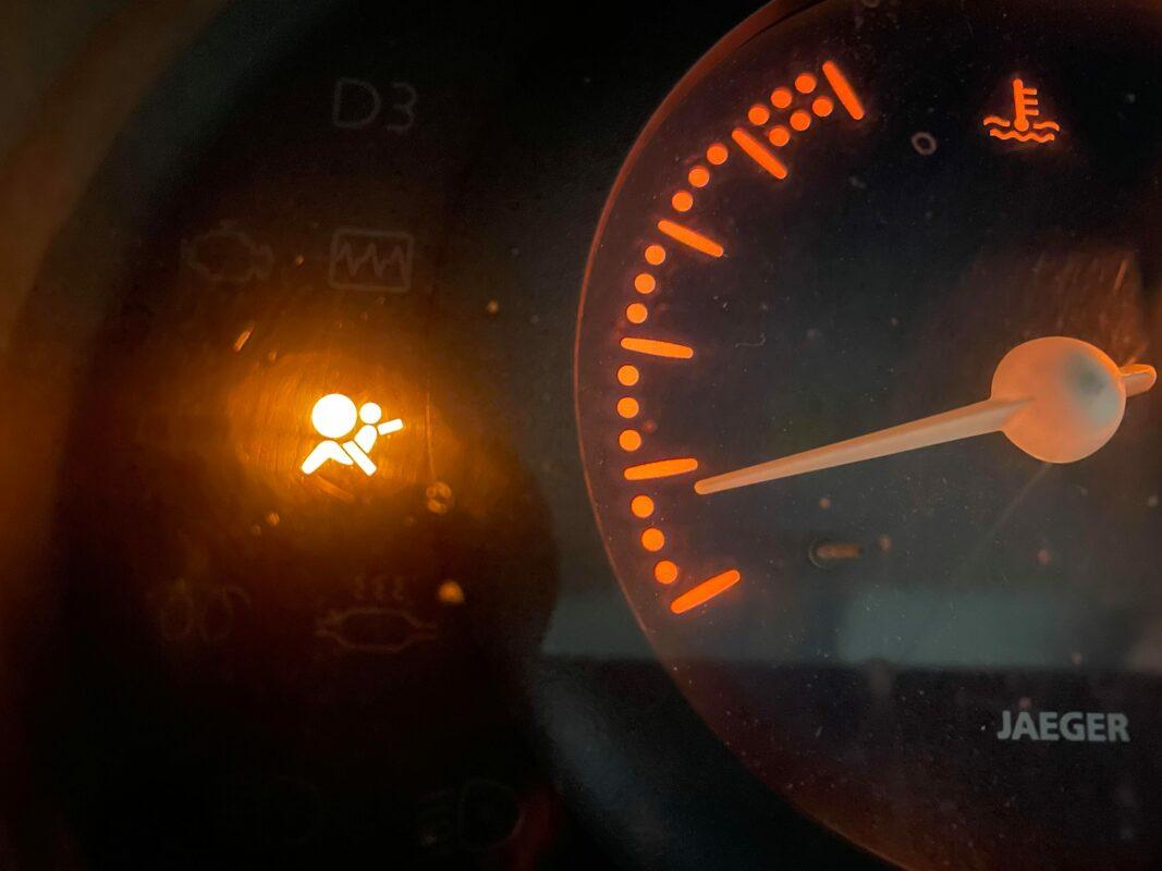 Contrôle technique DEKRA Montpellier - voyant airbag, ceintures de sécurité et autres matériels.
